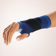 Handgelenkstütze mit eingefasster Daumenaussparung Bort Stabilo blau